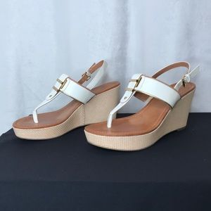 Tommy Hilfiger white/gold/tan wedge thong sandals